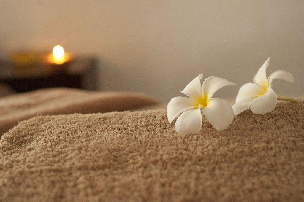 huile essentielle aphrodisiaque d'ylang ylang de gingembre pour se relaxer
